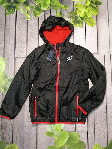 Черная детская курточка ветровка с капюшоном