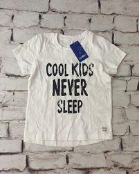 Белая футболка с надписью базовая