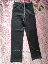Новые спортивные прямые штаны брюки цвета металлик со шнуровкой 122-128
