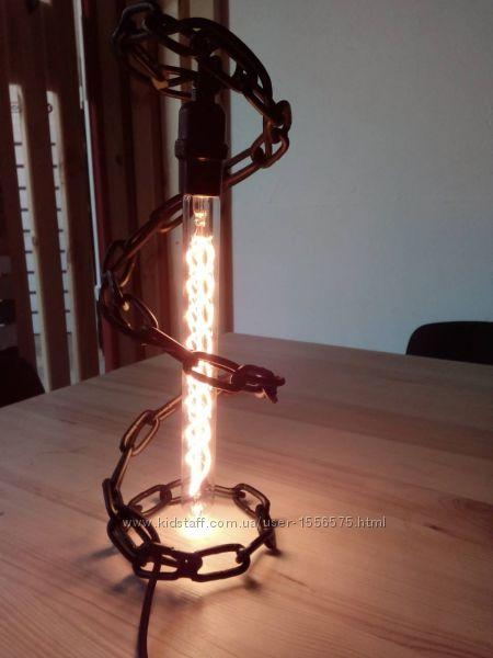 Настольная лампа из цепи с лампой Эдисона