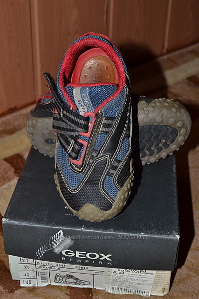 Фирменные кроссовки geox. р 24