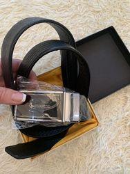 Черный кожаный мужской ремень Piccio в подарочной коробке