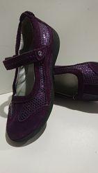 фирменные туфли на девочку . stride rite из США.