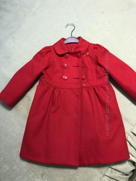 Продаю нарядное пальто для девочки gap