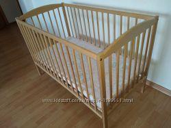 Детская кровать с маятником и матрасом в отличном состоянии