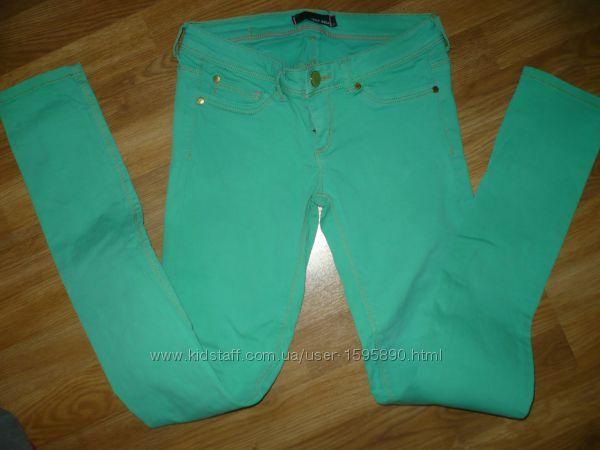 Джинсы летние зеленые 158-164р. В отличном состоянии