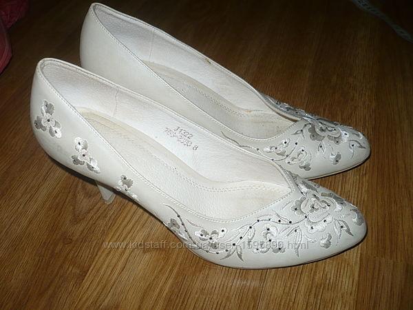 Туфли свадебные с вышивкой 38р.