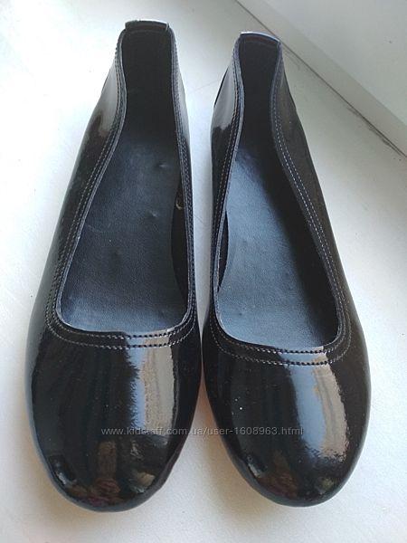 Чёрные лаковые туфельки 35 размер
