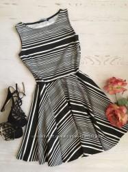 Трикотажное платье в горизонтальную полоску