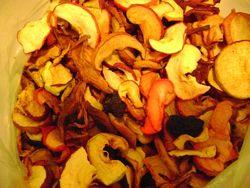 Яблоки, кизил сухофрукты и ассорти, высушены в горах кушать и на УЗВАР