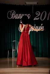 Шикарное вечернее платье со шлейфом на выпускной