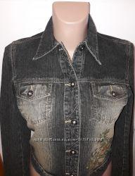 Джинсовая куртка с вышивкой  Colin&acutes