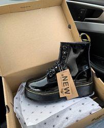 Ботинки женские зимние на платформе dr. martens fur patent platform black w