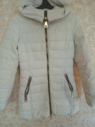 куртка пуховик молочного цвета