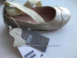 Стильные кожаные туфельки - балетки Н&М