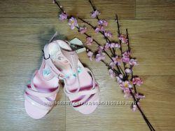 Яркие удобные перламутровые босоножки сандали с Эльзой  H&M