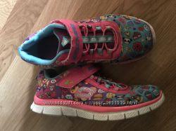 Яркие кроссовки Skechers