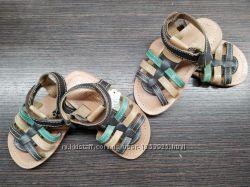 Новые кожанные босоножки сандалии 21-23 размера