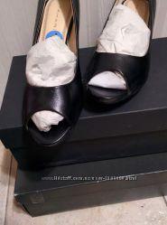 Новые стильные кожаные  туфли с открытым носком натуральные фирменные туфли