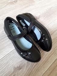 Новые кожаные туфли Clarks р. 33