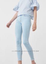Светлые джинсы Mango
