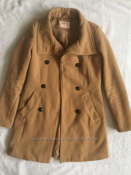Демисезонное пальто Bershka песочного цвета красивое