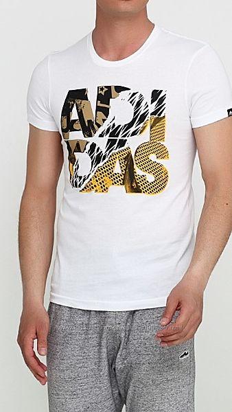Белая футболка с надписью Adidas