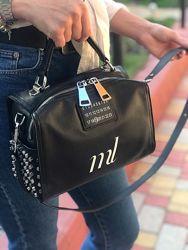 Женская кожаная сумка Polina & Eiterou с шипами черная бронзовая серебриста