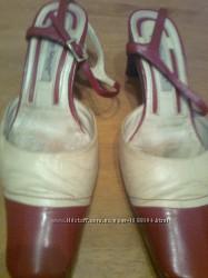 Стильные красно-бежевые кожаные босоножки Италия